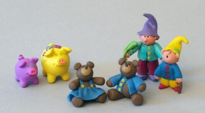 1280px-Figurines_from_Clay_Critters