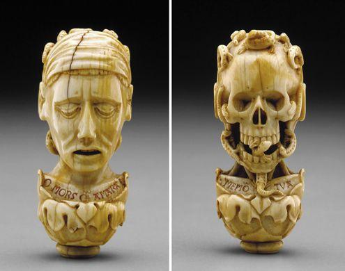 Memento-mori-pendant_to_rosary-1500-DIA
