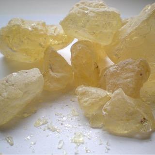 Dammar resin crystals